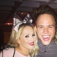 Olly Murs goofs around with backing singer Louise LaBelle, 2015.